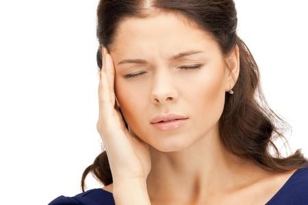 更年期障害の頭痛に潜む緊張型頭痛と片頭痛の原因と症状を女医が解説